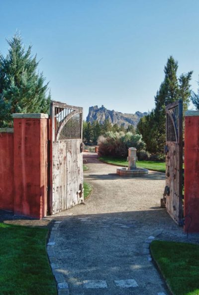 ranch at the canyons terrebonne clubhouse gated entry
